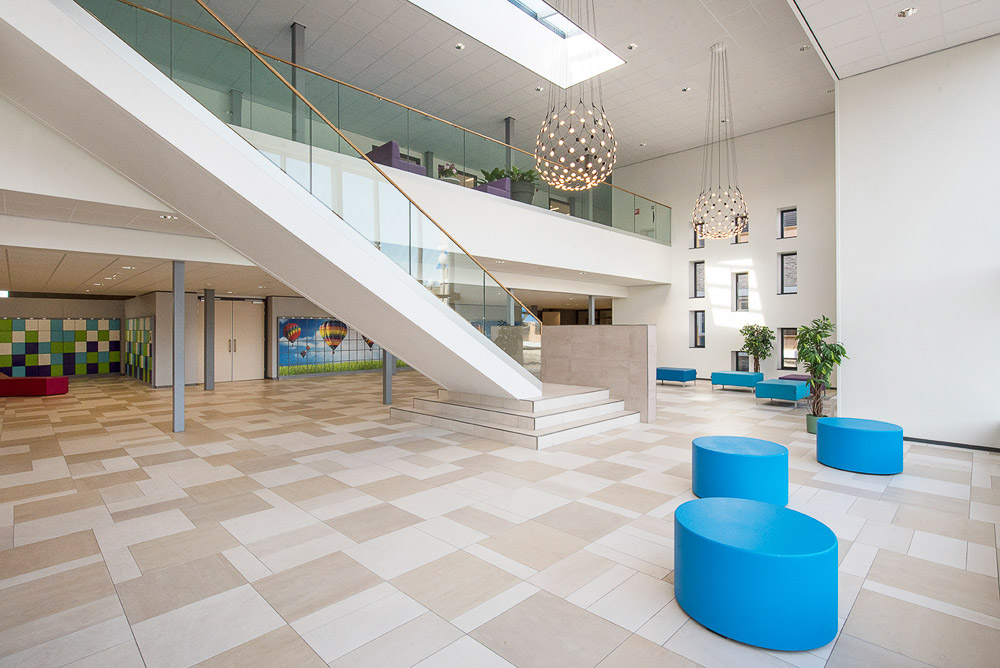 Interieur met vide in Alfrink college Zoetermeer