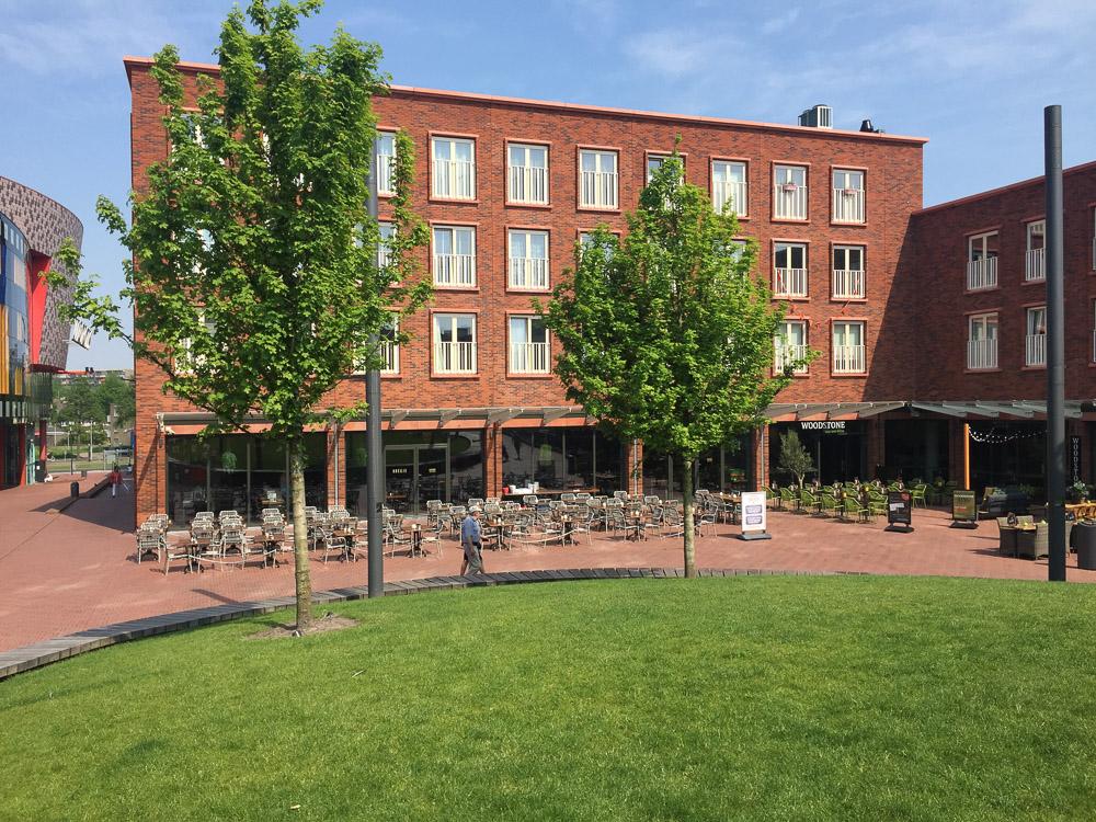 terrassen op het plein van Cadenza in Zoetermeer