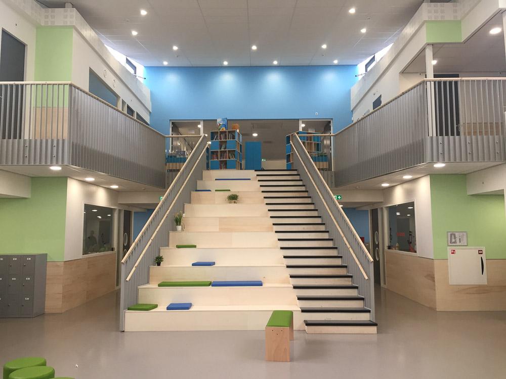 Interieur IKC Klimboom met karakteristieke trap