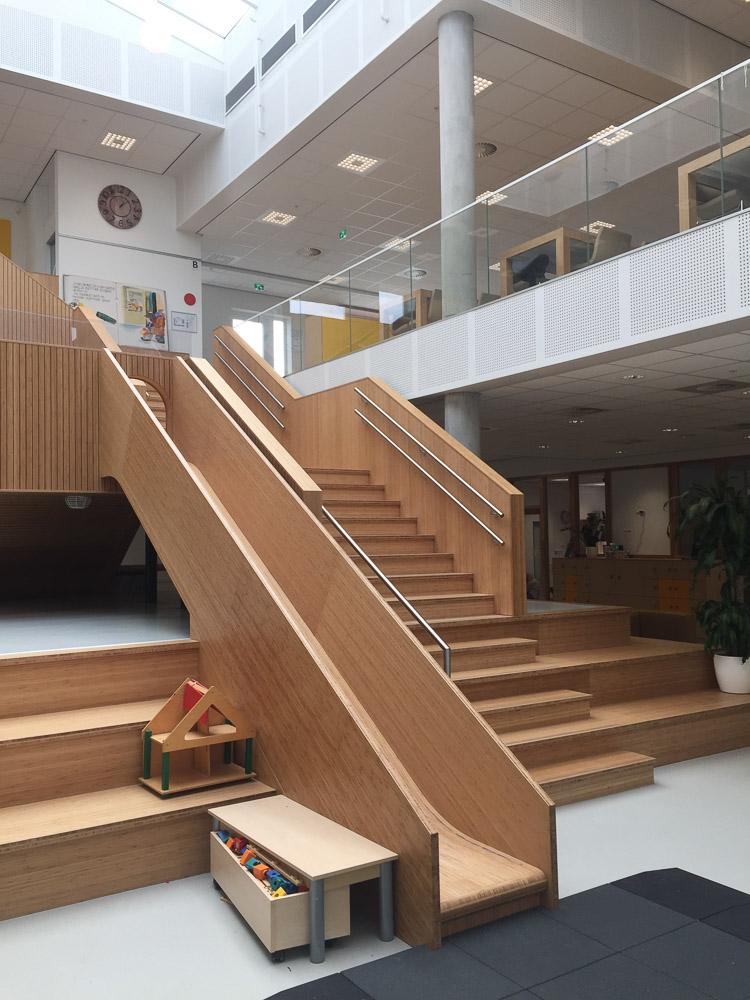 glijbaan in interieur kindcentrum toverberg