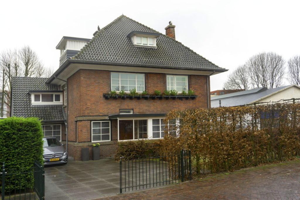 dokterswoning van architect Co Brandes aan de Dorpsstraat in Zoetermeer