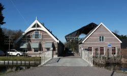 historisch en nieuwe bebouwing aan de Zegwaartseweg in Zoetermeer