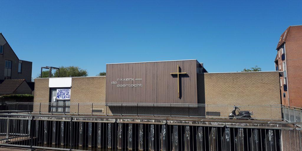 gevel wijkkerk De Doortocht aan de tocht