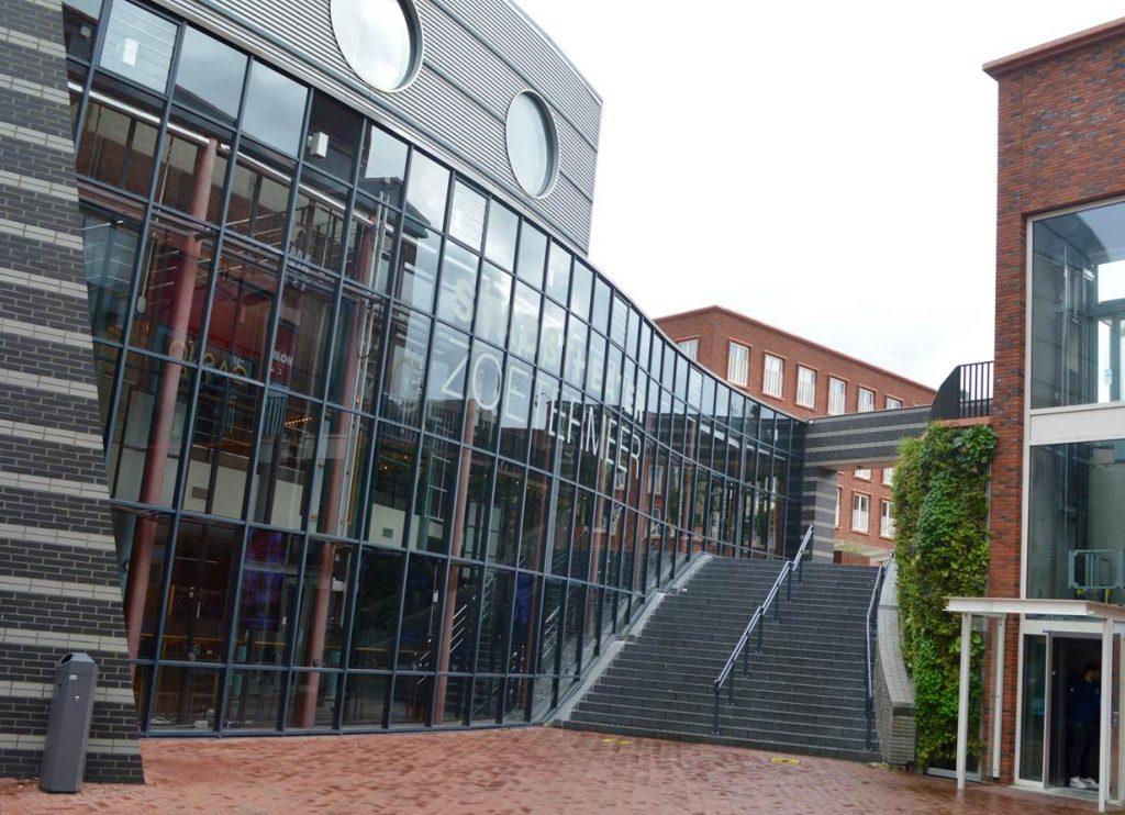 stadstheater Zoetermeer met trap tussen twee niveaus