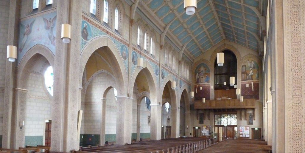 muurschilderingen in interieur nicolaaskerk zoetermeer