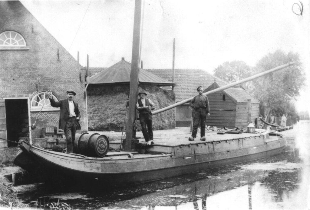 binnenvaartschip op de buurvaart in Zoetermeer